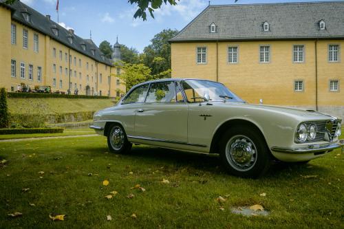 Alfa Romeo vor historischer Kulisse