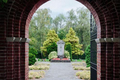 Blick in den Friedhof in Kloster Knechtsteden